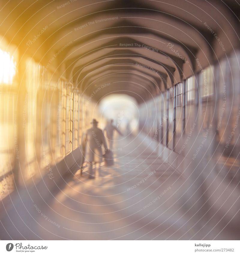 ausreise Mensch Wege & Pfade gehen Reisefotografie laufen maskulin Tourismus Hut rennen Tunnel Bahnhof Koffer Personenverkehr Miniatur