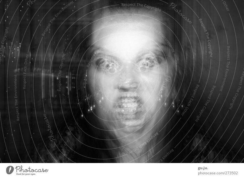 Grenzwertig feminin Junge Frau Jugendliche Erwachsene Kopf Auge Mund Zähne 1 Mensch 18-30 Jahre Ohrringe Aggression außergewöhnlich bedrohlich gruselig