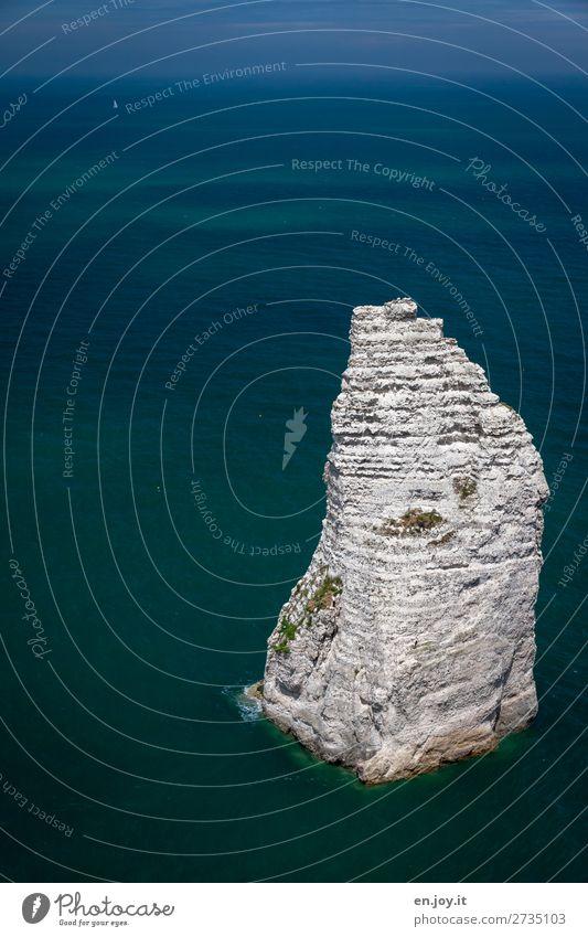 Übrig geblieben Ferien & Urlaub & Reisen Meer Natur Landschaft Himmel Horizont Sommer Schönes Wetter Felsen Felsnadel Felsspitze Aiguille Kalkstein Spitze blau