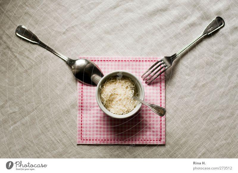 Tischlein deck dich Lebensmittel Käse Milcherzeugnisse Parmesan Ernährung Italienische Küche Geschirr Schalen & Schüsseln Besteck Gabel Löffel warten hell