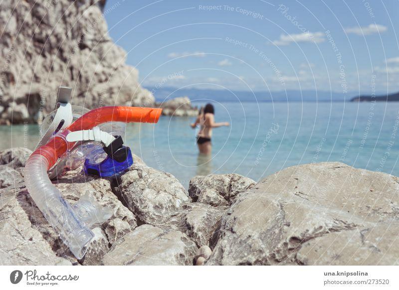 schnorchelpremiere Freizeit & Hobby tauchen Schnorcheln feminin 1 Mensch Umwelt Natur Landschaft Wasser Himmel Sommer Felsen Meer Adria Bikini brünett