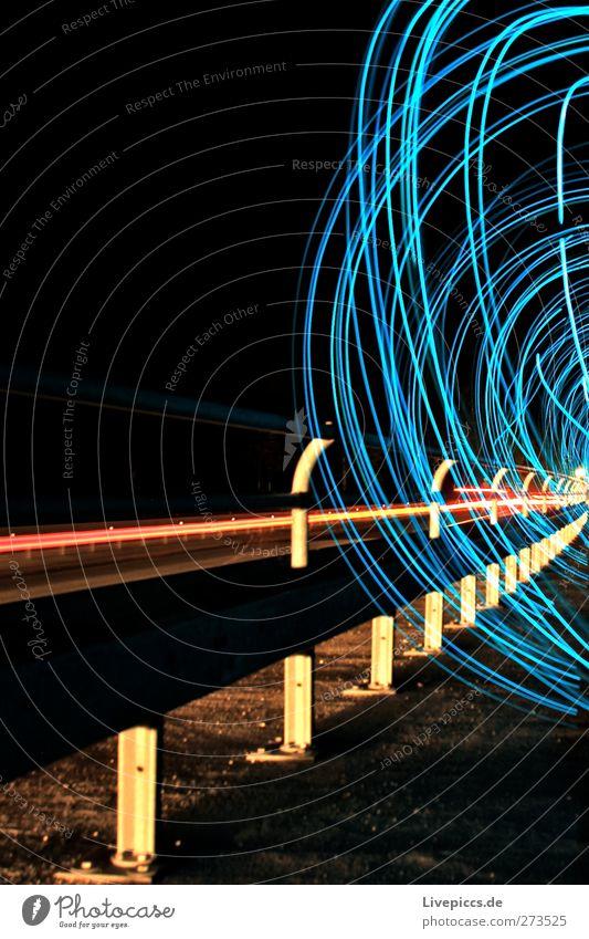 BLAU DANEBEN Kunst Künstler Maler Verkehr Verkehrswege Straßenverkehr Autofahren Wege & Pfade Fahrzeug PKW leuchten blau rot Farbfoto Außenaufnahme Experiment
