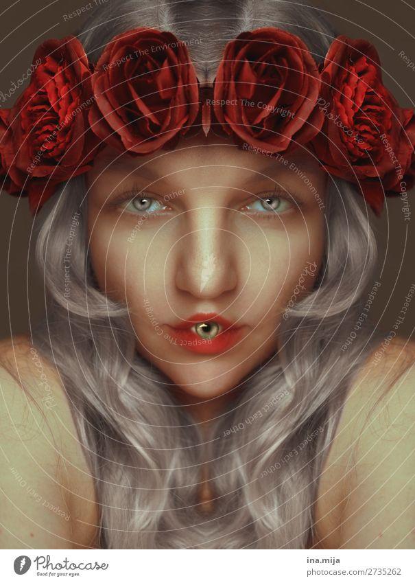 durchschaut Skurill gruselig Augen Mund Rosen grauhaarig Frau rot anders Porträt Mensch Lippen feminin Gesicht Haare & Frisuren Worte sprechen seltsam Halloween