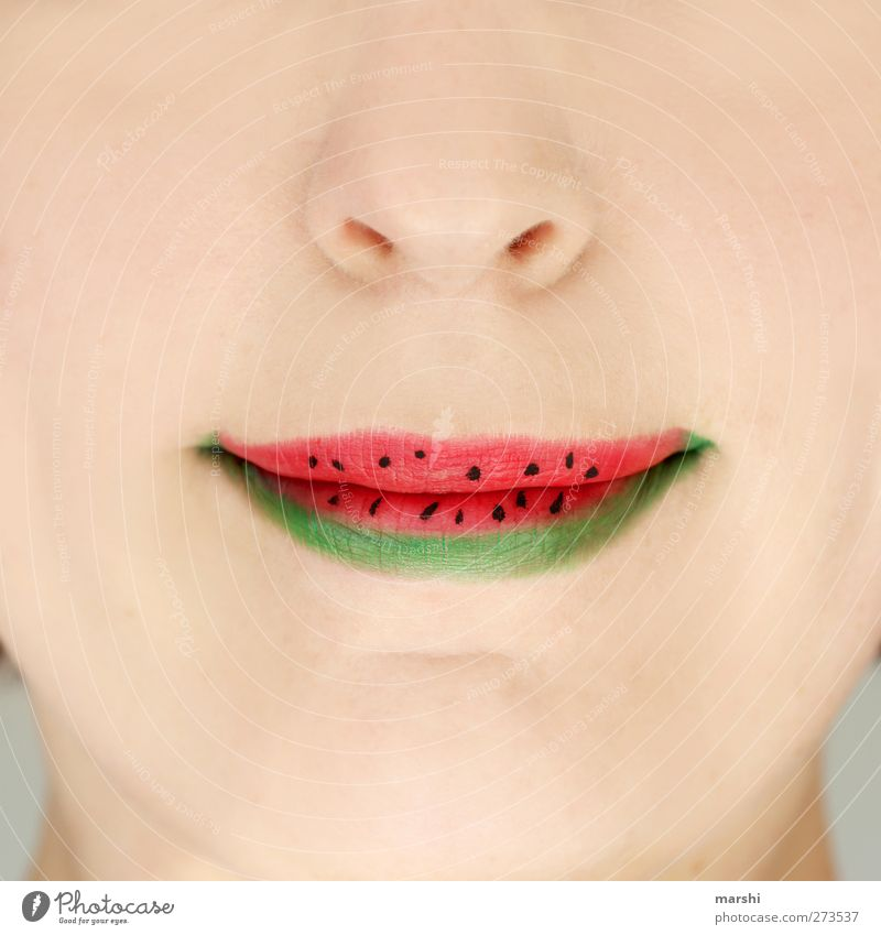 it´s summertime Mensch Frau Jugendliche grün rot Sommer Erwachsene Ernährung feminin Lebensmittel Junge Frau Essen Frucht Mund Nase Lippen
