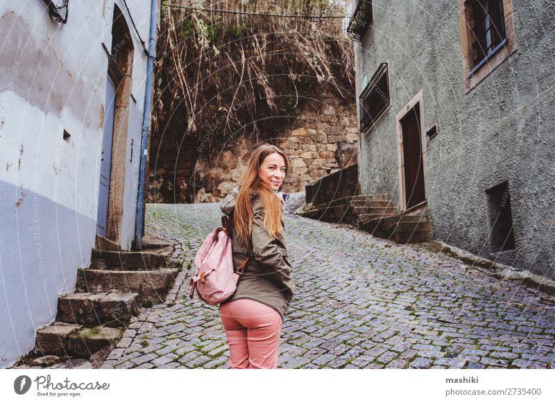 Touristenfrau zu Besuch in Porto, Portugal. Lifestyle Ferien & Urlaub & Reisen Tourismus Abenteuer Sightseeing Sommer Frau Erwachsene Kultur Landschaft Fluss