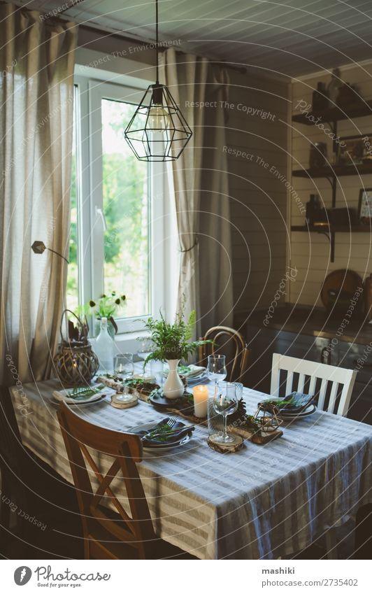 rustikale Landhausküche mit festlicher Tischdekoration Abendessen Teller Besteck Stil Design Sommer Garten Dekoration & Verzierung Küche Feste & Feiern Hochzeit