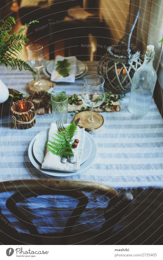 sommerliche Tischdekoration im natürlichen organischen Stil Abendessen Teller Besteck Design Sommer Garten Dekoration & Verzierung Feste & Feiern Hochzeit Natur