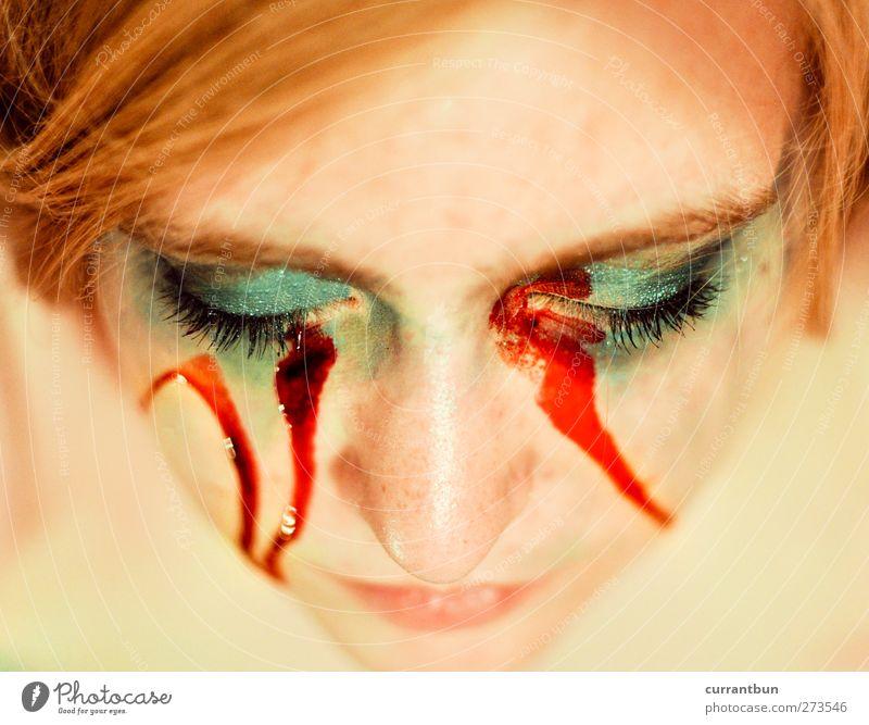 sonnenbrille im club feminin Junge Frau Jugendliche Auge Nase 1 Mensch 18-30 Jahre Erwachsene blond langhaarig blau grün rot ästhetisch Kreativität Blut