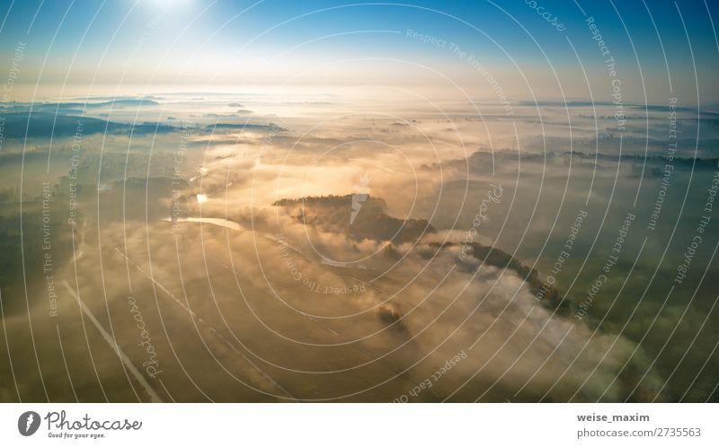 Luftaufnahme des morgendlichen nebligen Sonnenaufgangs und der ländlichen Felder Lifestyle schön Ferien & Urlaub & Reisen Sommer Sport Umwelt Natur Landschaft
