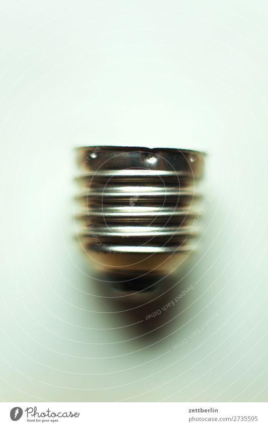 Fassung Halterung Glühbirne Lampenfassung Elektrizität Licht Erkenntnis Beleuchtung Kabel elektrisch Klimawandel Klimaschutz Freisteller Textfreiraum