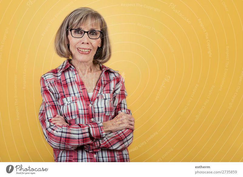 Frau Mensch alt Erholung Freude Lifestyle Senior feminin Gefühle Glück Gesundheitswesen modern Lächeln 60 und älter Fröhlichkeit Erfolg