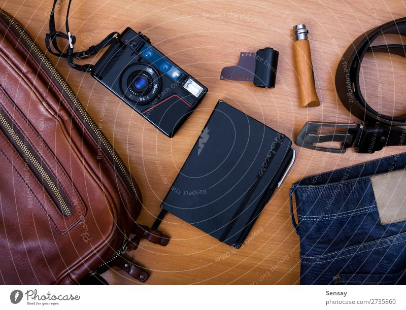 alt blau weiß Baum Stil Business braun Ausflug Metall offen Buch Fotografie Papier Schriftstück Fotokamera Jeanshose