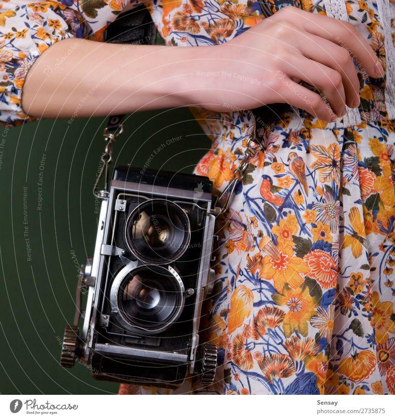 Frau Mensch alt Farbe schön grün weiß Hand Erwachsene Stil Mode retro Fotografie Beautyfotografie Fotokamera