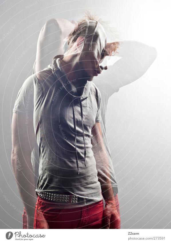 Zeit heilt keine Wunden! Mensch Jugendliche Erwachsene Gefühle Bewegung Traurigkeit träumen blond Junger Mann 18-30 Jahre Kommunizieren T-Shirt Jeanshose