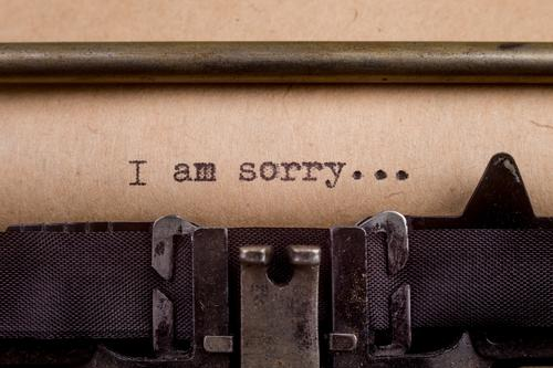 getippte Wörter auf einer Vintage-Schreibmaschine Buch Papier alt schreiben retro schwarz weiß Gefühle Stimmung Traurigkeit Nostalgie Etage altehrwürdig Text