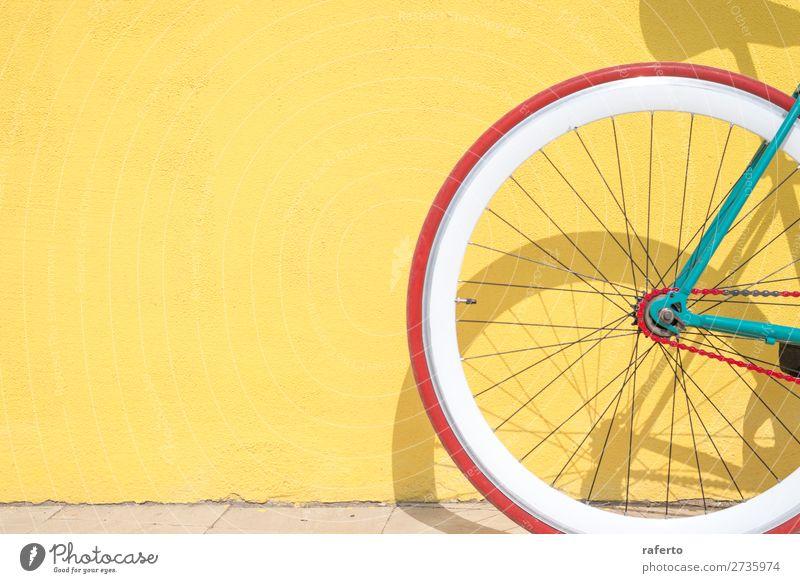 Ein Detail des Zahnrads auf einem Oldtimer-Fahrrad im Detail Stil Arbeit & Erwerbstätigkeit Industrie Technik & Technologie Kultur Stadt Verkehr Straße Rost alt