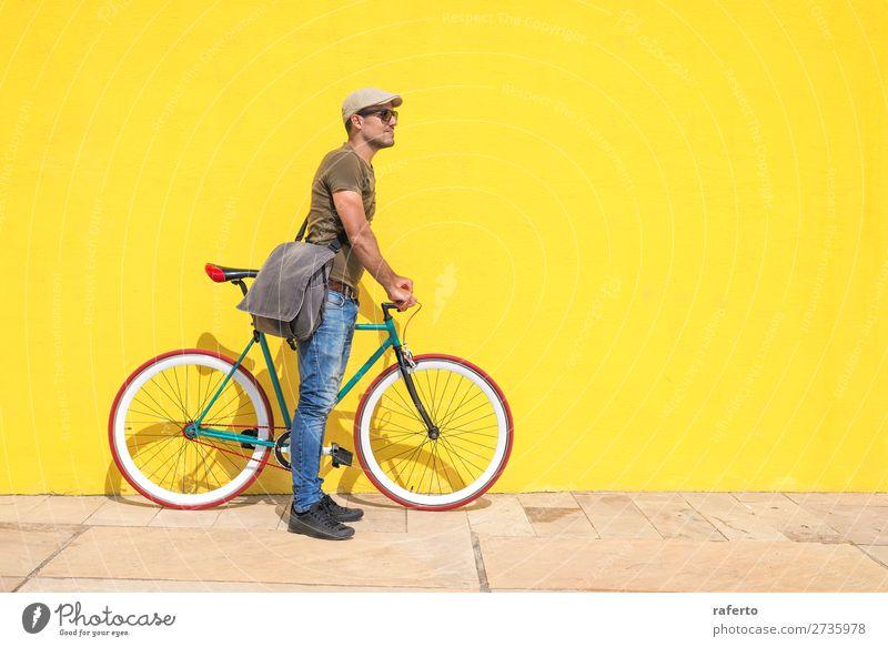 Seitenansicht eines jungen Hipster-Mannes mit festem Fahrrad Mensch maskulin Junger Mann Jugendliche Erwachsene 1 13-18 Jahre 18-30 Jahre Bekleidung T-Shirt