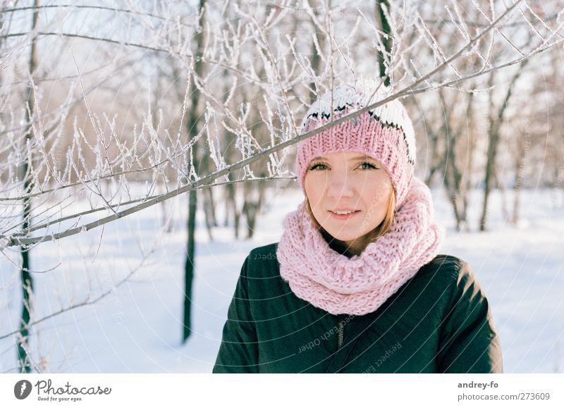 -25 C Mensch feminin Junge Frau Jugendliche Erwachsene 1 18-30 Jahre Winter Schnee Park Schal Mütze rothaarig frieren Fröhlichkeit Glück hell schön kalt positiv