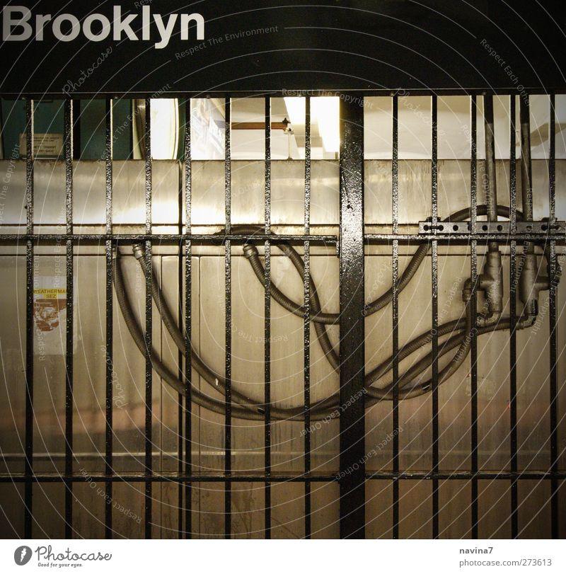 Brooklyn schwarz Wand Mauer Metall U-Bahn Gitter Schlauch Brooklyn