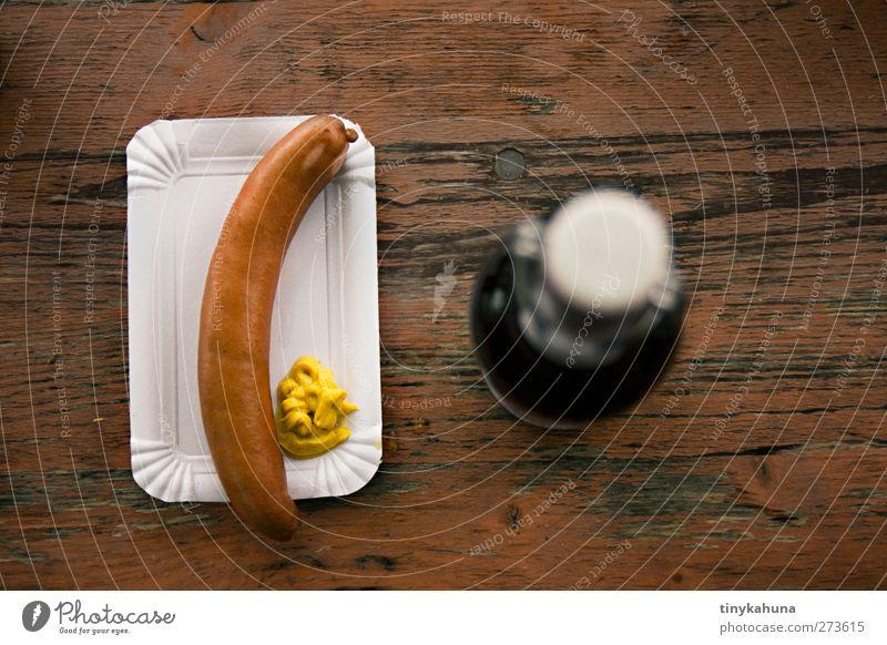 Bock auf Wurst? Lebensmittel Wurstwaren Senf Fastfood Imbiss Bier Pappteller Alkohol trinken Biertische Holz authentisch einfach lecker braun gelb orange