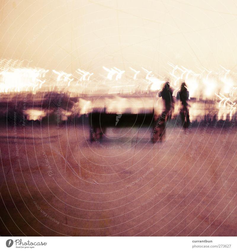 in altona auf der butterkante unseres lebens Mensch Sand 2 Horizont Hamburg Hafen Bankgebäude Kran Hafenkran Altona Hafenleuchte