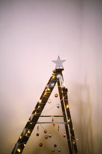 #A# Makeshift Christmas Kunst Kunstwerk ästhetisch Weihnachten & Advent Anti-Weihnachten Weihnachtsbaum Weihnachtsbaumspitze sparsam minimalistisch sehr wenige