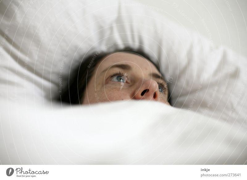 Ich wünschte, ich wär ich OHNE Probleme... Mensch Frau ruhig Erwachsene Gesicht Erholung Leben Gefühle Traurigkeit Denken träumen Stimmung Gesundheit liegen