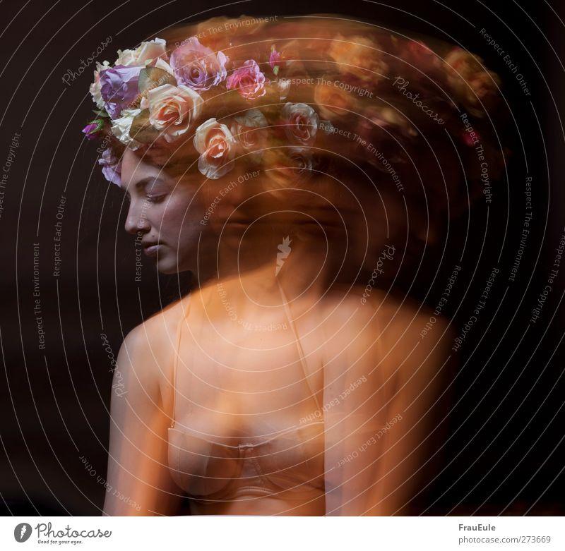 zerstreuung elegant schön feminin Junge Frau Jugendliche 1 Mensch 18-30 Jahre Erwachsene Unterwäsche Bikini Blumen blumenkranz Blühend natürlich rosa Nervosität