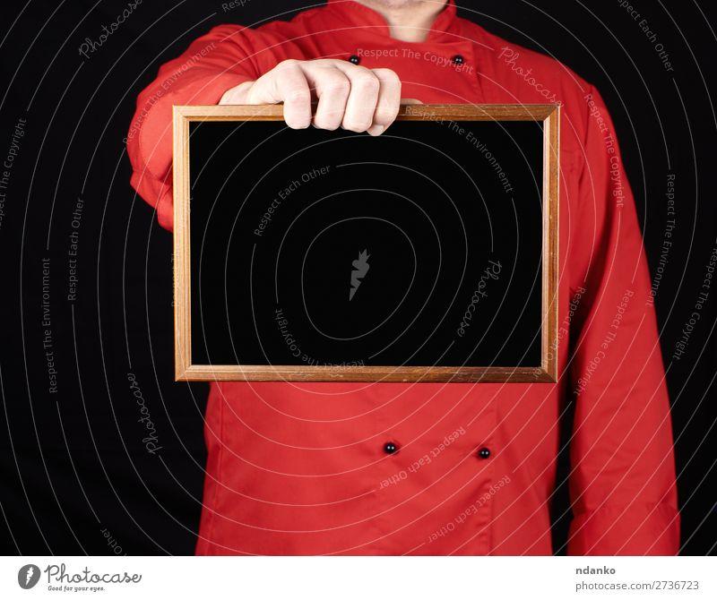 Koch in roter Uniform mit leerem Holzrahmen Küche Restaurant Tafel Arbeit & Erwerbstätigkeit Beruf Mensch Mann Erwachsene Hand Bekleidung Hemd Anzug Jacke