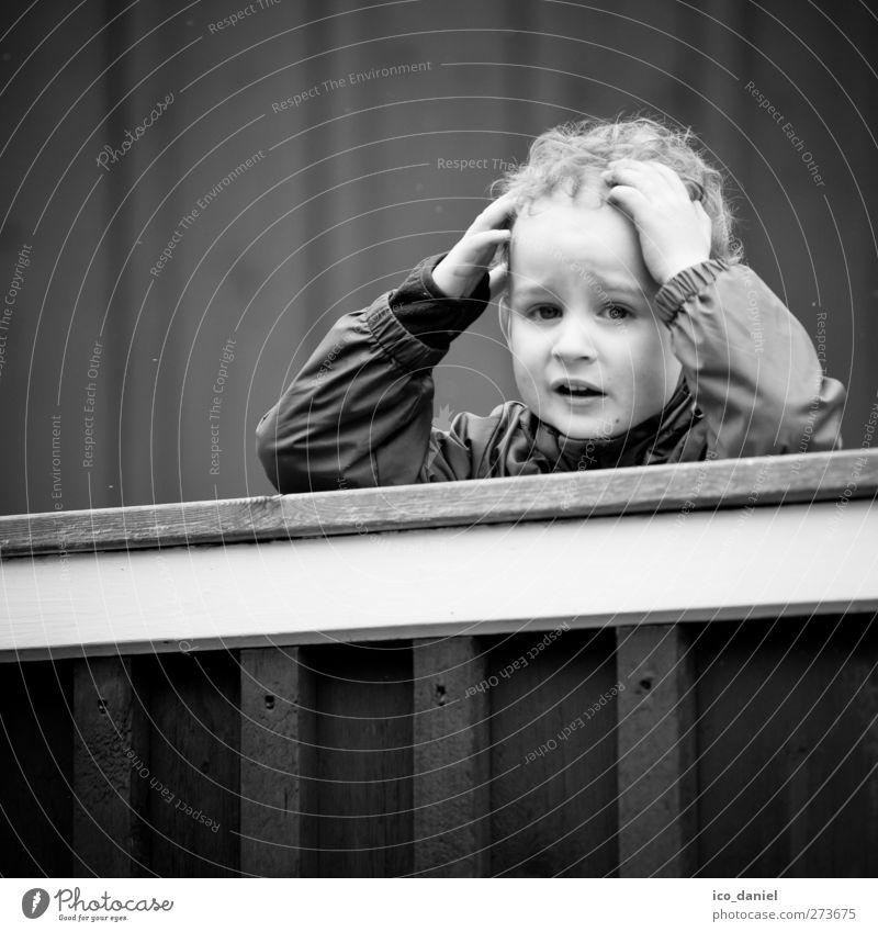 ohh nein... Mensch Kind Einsamkeit kalt Gefühle Traurigkeit Junge natürlich Stimmung maskulin Kindheit niedlich bedrohlich Kleinkind Schmerz Sorge