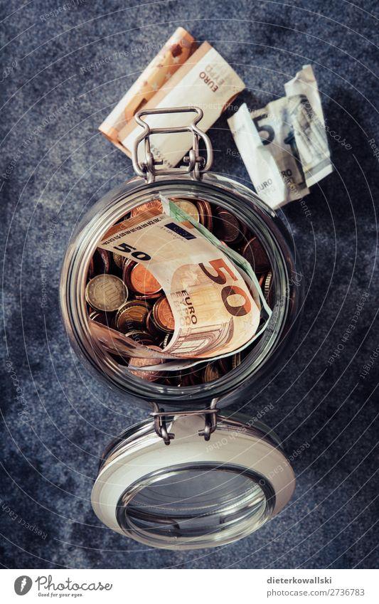 Rücklagen Geld sparen Wirtschaft Handel Karriere Erfolg Arbeitslosigkeit Eurozeichen Arbeit & Erwerbstätigkeit Armut Glück Zufriedenheit bescheiden zurückhalten