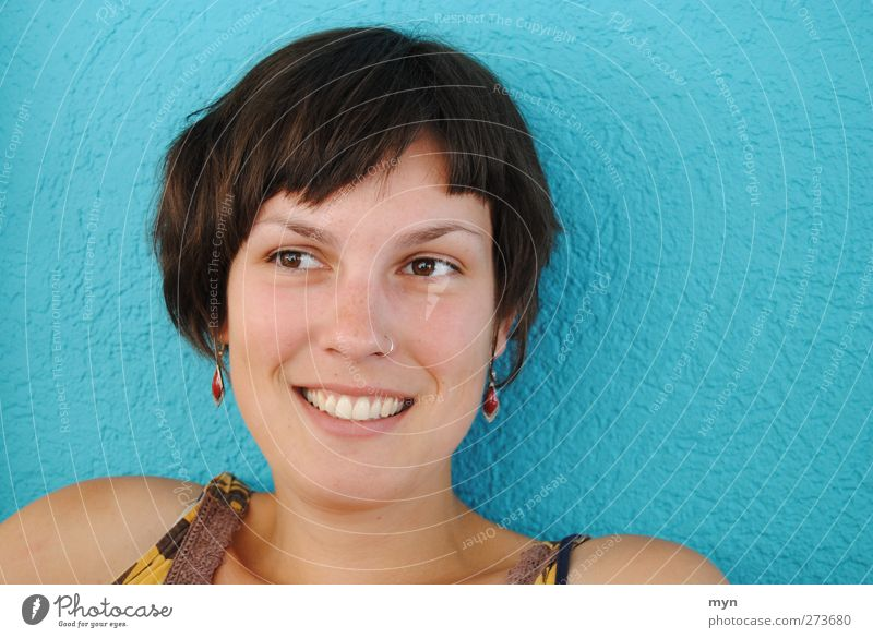 Sommer I Mensch Ferien & Urlaub & Reisen Jugendliche blau schön Junge Frau Gesunde Ernährung Freude 18-30 Jahre Gesicht Erwachsene feminin Gesundheit lachen
