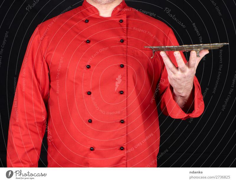 leere kupferne runde Schale Mittagessen Abendessen Teller Küche Restaurant Beruf Koch Mensch Mann Erwachsene Hand Finger stehen dunkel retro Sauberkeit rot