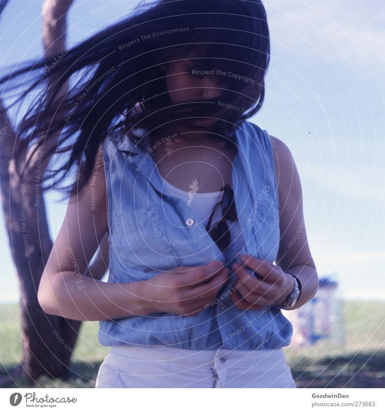 let's go. Marseille. Mensch feminin Frau Erwachsene 1 Umwelt Natur Pflanze Baum authentisch frei schön Wärme Gefühle Stimmung Vorfreude Farbfoto Außenaufnahme