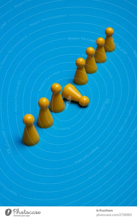 gelbe Spielfiguren blau Bewegung Spielen Freizeit & Hobby einzigartig Idee Team Netzwerk Kunststoff wählen Spielzeug Sitzung Konflikt & Streit Teamwork Reihe