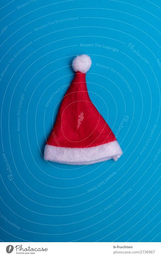 Weihnachtsmütze auf blauem Hintergrund Feste & Feiern Weihnachten & Advent Mütze Papier Dekoration & Verzierung gebrauchen liegen verrückt rot Weihnachtsmann