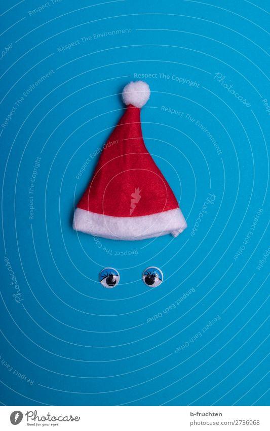 Weihnachtsmütze und Wackelaugen auf blauem Hintergrund Freude Freizeit & Hobby Spielen Feste & Feiern Weihnachten & Advent Mütze Papier Spielzeug
