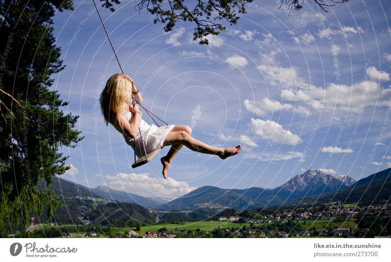 märchenhaft I Frau Natur Jugendliche schön Sommer Freude Erwachsene Landschaft feminin Berge u. Gebirge Leben Glück Junge Frau träumen blond Fröhlichkeit