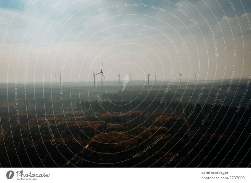 Windräder im Dunst Windrad windräder wald Herbst energie ökostrom nachhaltig ökologisch warm dunst himmel