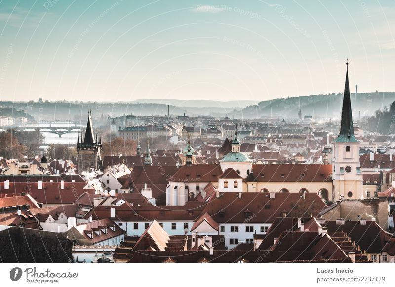 Panoramablick auf Prag, Tschechien Ferien & Urlaub & Reisen Tourismus Berge u. Gebirge Haus Büro Business Umwelt Natur Himmel Hügel Fluss Stadtzentrum Altstadt