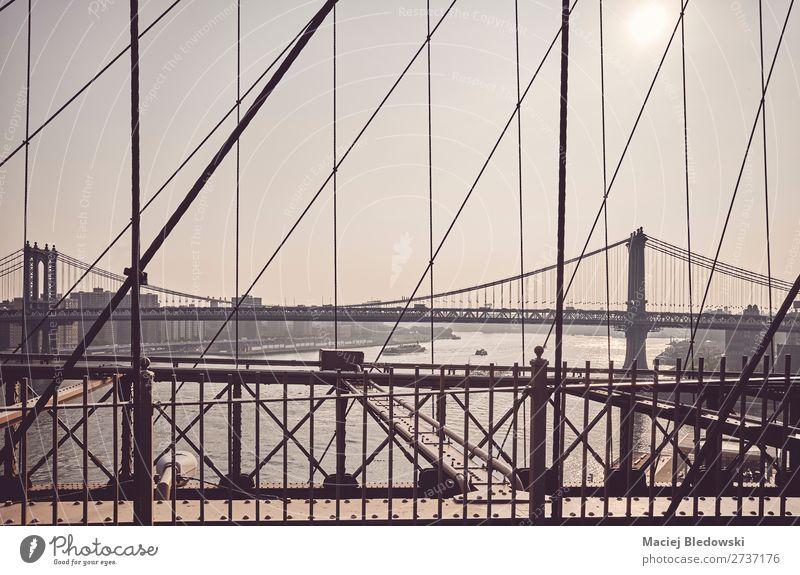 Manhattan Bridge von der Brooklyn Bridge, NYC. Ferne Sightseeing Städtereise Sonne Brücke Gebäude Architektur Sehenswürdigkeit Wahrzeichen retro Gelassenheit