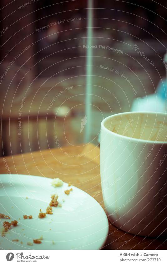 das war genau richtig Lebensmittel Ernährung Kaffeetrinken Getränk Heißgetränk Latte Macchiato Teller Tasse Lifestyle Reichtum Fenster Erholung lecker leer