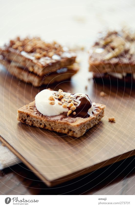 Bettmömpfeli Dessert Süßwaren Schokolade Keks marshmellow Ernährung lecker Kalorie Kalorienreich Farbfoto Innenaufnahme Nahaufnahme Menschenleer Tag