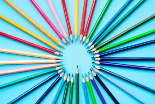 Kind Farbe weiß Business Kunst Schule Menschengruppe Arbeit & Erwerbstätigkeit Büro Freizeit & Hobby Kreativität Papier Idee planen schreiben zeichnen