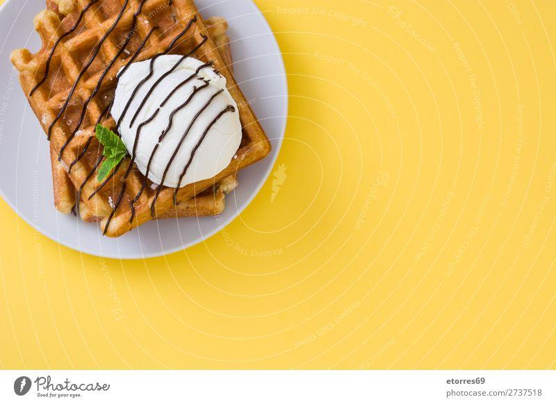 Frühstück belgisch mit Waffeln mit Eis Dessert Speiseeis Belgier Belgien weiß gelb süß Bonbon Lebensmittel Gesunde Ernährung Foodfotografie Hintergrund neutral