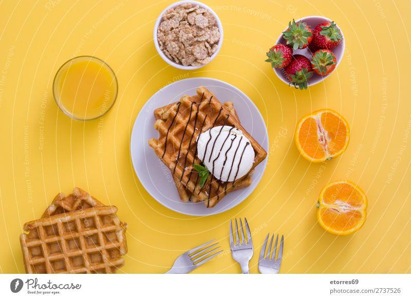 Frühstück belgisch mit Waffeln mit Eis und Obst Dessert Speiseeis Belgier Belgien weiß gelb Bonbon Lebensmittel Gesunde Ernährung Foodfotografie