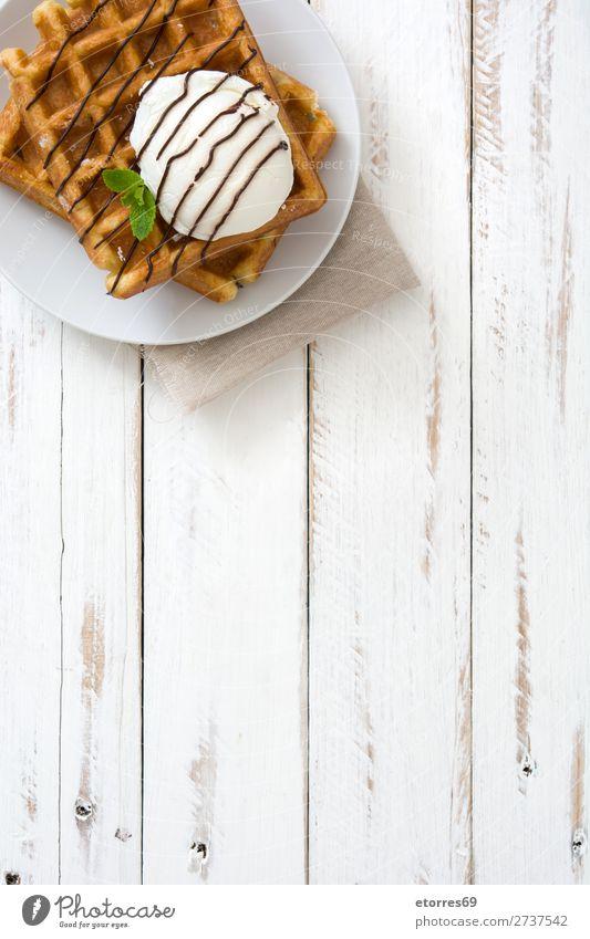 Belgisches Frühstück mit Waffeln und Eiscreme Dessert Speiseeis Belgier Belgien weiß süß Süßwaren Lebensmittel Gesunde Ernährung Foodfotografie