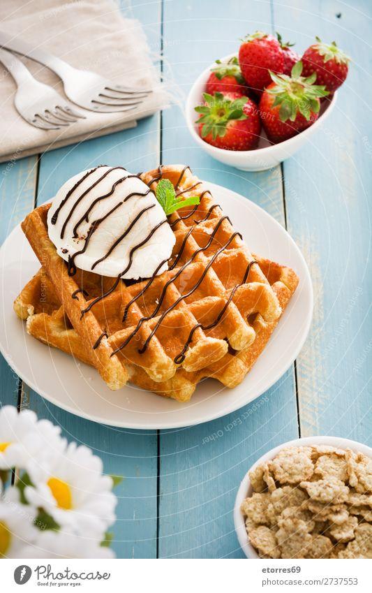 Belgisches Frühstück mit Waffeln und Eiscreme Dessert Speiseeis Belgier Belgien weiß süß Bonbon Lebensmittel Gesunde Ernährung Foodfotografie
