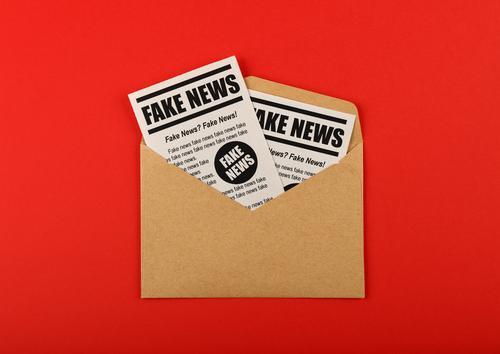 rot sprechen braun Schilder & Markierungen Papier Zeichen Information Medien Wort Zeitung Text Entwurf falsch Post Printmedien sozial