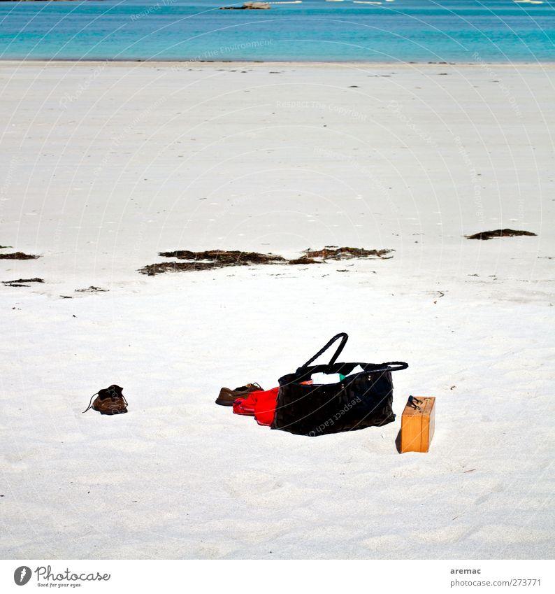 Kleines Handgepäck Sand Sommer Strand Meer Schwimmen & Baden Ferien & Urlaub & Reisen Handtasche Tasche Boule Farbfoto mehrfarbig Außenaufnahme Menschenleer Tag